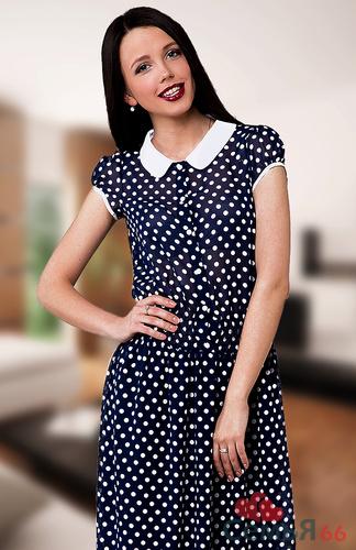 Платье из шифона в горошек для полных женщин